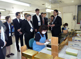 A visit to Hakuichi Co. in Ishikawa Prefecture to see the process of making craft products decorated with gold leaf