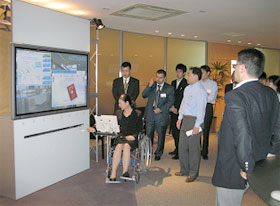Check-in simulation using an E-passport at the airport (FUJITSU)