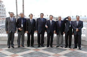 A commemorative picture being taken with Mr. Nikai, Minister of Economy, Trade and Industry