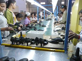 Visit to shoe manufacturer, Tiger Wing Co. (Phnom Penh SEZ)